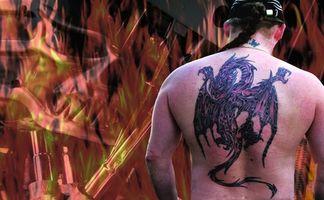Cómo hacer tinta de tatuaje morado