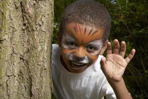 Cómo pintar una cara de gato para un niño