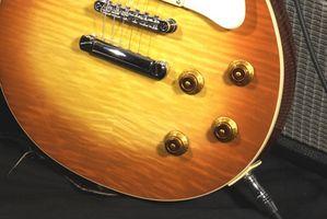 Cómo arreglar un enchufe en una guitarra de Les Paul