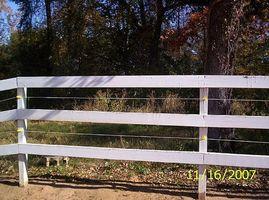 Cómo instalar una cerca eléctrica para su caballo