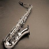 Cómo utilizar diferentes tipos de saxofones