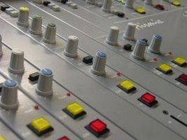 Cómo recaudar fondos para una estación de Radio Universidad
