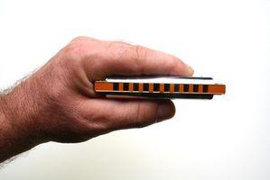 Cómo tocar la armónica en clave menor