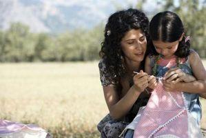 Normas de seguridad de los niños cuando se usa una aguja de coser plástico