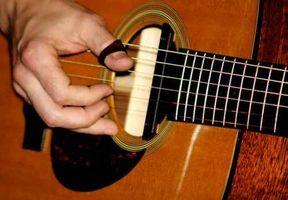 Cómo hacer una guitarra acústica más fuerte