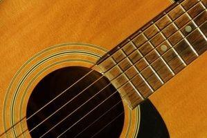 Cómo colocar un puente móvil en una guitarra