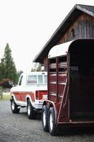 Cómo sellar un remolque para caballos