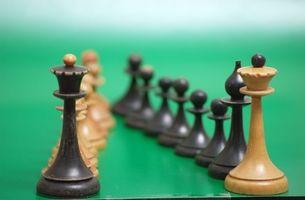 Cómo hacer piezas de ajedrez de cerámica