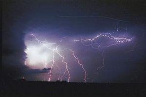 ¿Qué causa la alta y baja precipitación?