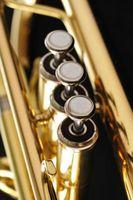 Cómo cambiar notas de trompeta para que coincida con acordes de guitarra