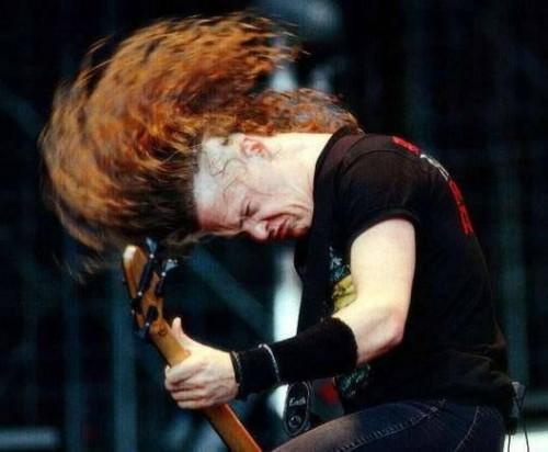 Cómo tocar Metal en una guitarra de bajo