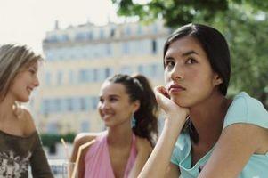 Cómo detener los sentimientos de celos en adolescentes