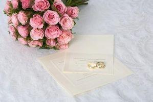 Cómo escribir una invitación para una renovación de la boda