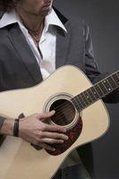 Cómo hacer una tapa de boca de una guitarra acústica