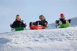 Cómo crear juegos de invierno al aire libre para niños