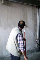 Cómo pintar las paredes interiores de hormigón