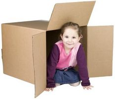 Cómo hacer un avión de cartón para los niños a sentarse en