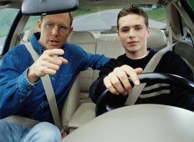 Cómo preparar a un adolescente para obtener una licencia de conducir