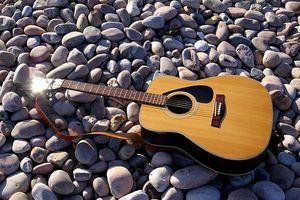 Cómo limpiar las cuerdas de la guitarra