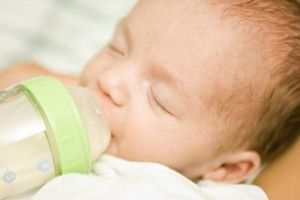 Cómo determinar qué fórmula para alimentar a mi recién nacido