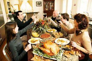Cómo expresar el agradecimiento para la celebración de una cena o almuerzo