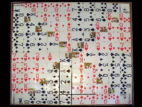 Juego de mesa de secuencia casera usando cartas de juego