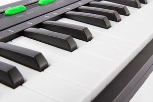Cómo reparar un teclado Musical