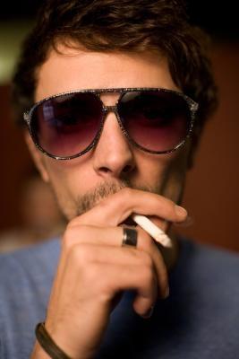 Cómo mantener el tabaco fresco cuando liar tus propios cigarrillos