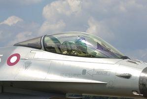 Cómo hacer un avión de papel F-16