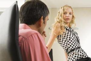 Señales de que una mujer está tratando de seducir a un hombre