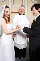 ¿Qué tipo de gastos puedo cobrar como un oficiante de la boda?