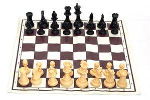 Como conseguir un juego de ajedrez al aire libre para una escuela