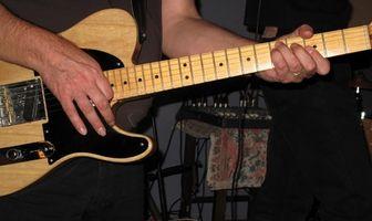 Cómo ajustar una guitarra puente y entonación