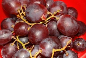 Cómo pintar uvas con pintura acrílica