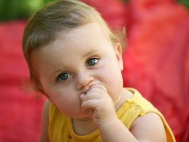 Alimentos y dedo alimentos bebés de un año de edad pueden comer