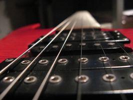 Cómo cambiar las cuerdas de la guitarra en una guitarra Yamaha