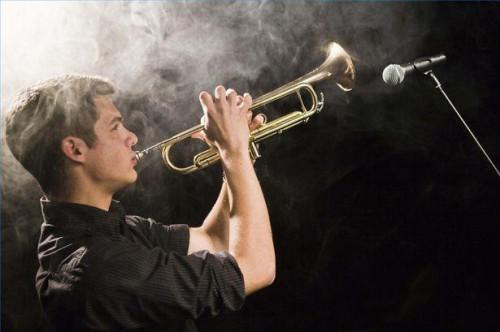 Cómo utilizar Triple Tonguing técnica para tocar trompeta