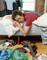 Cómo lidiar con compañeros de cuarto que no limpiar