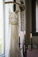 Cómo hacer un gancho bastante para mostrar un vestido de novia