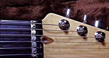 Instrucciones para instalar nuevos sintonizadores en una guitarra de Squire