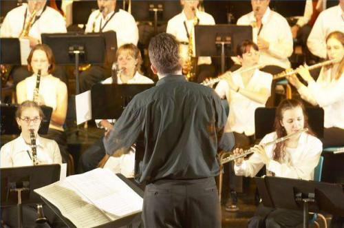 Cómo iniciar una orquesta de escuela secundaria