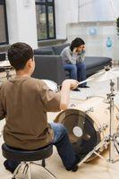 Cómo humedecer tambores con cinta adhesiva