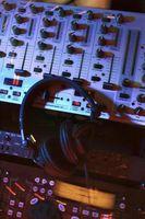 Cómo ajustar la ganancia de un mezclador a un amplificador en un Behringer 802
